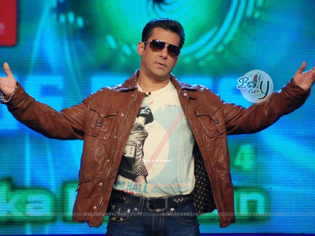 Salman during his performance at Bigg Boss 4 - Akhari Salaam (101303) size:1024x768