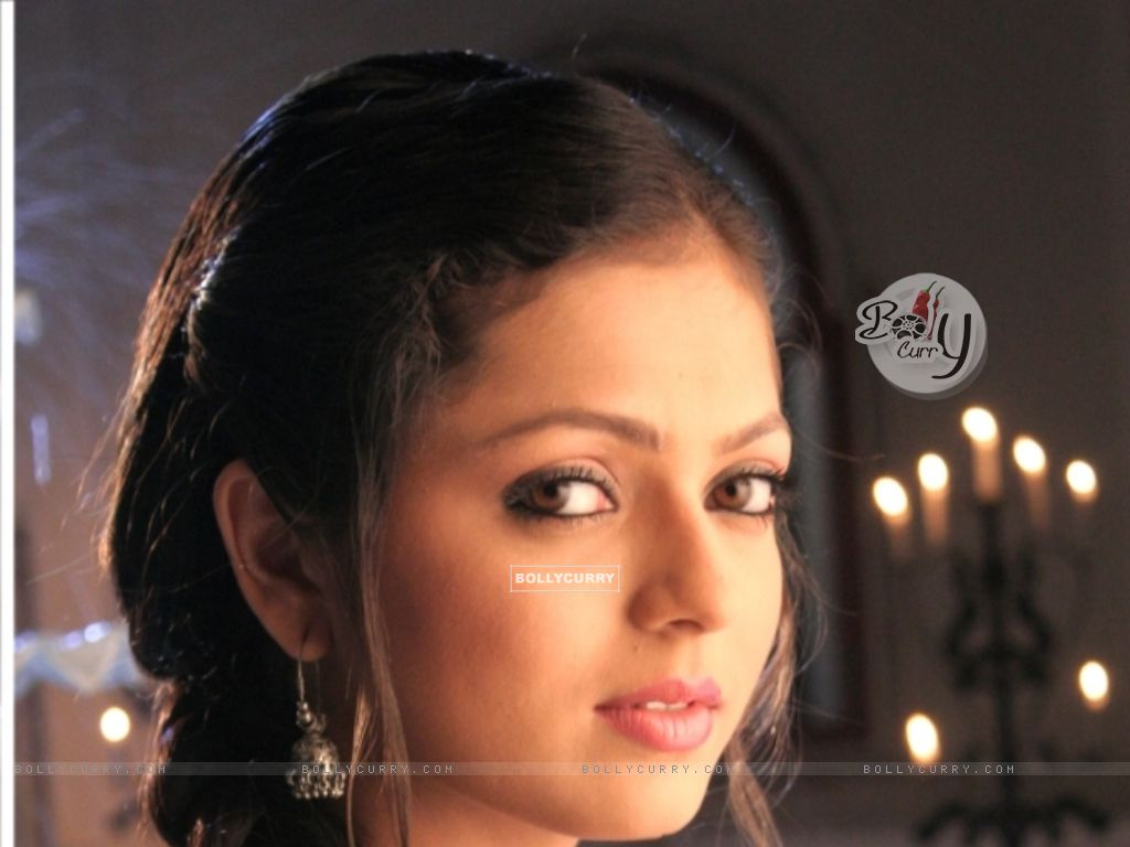 Drashti Dhami as Geet (101633) size:1024x768