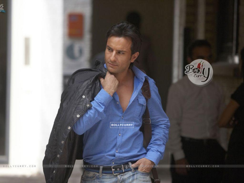 Saif Ali Khan in blue shirt (11015) size:1024x768