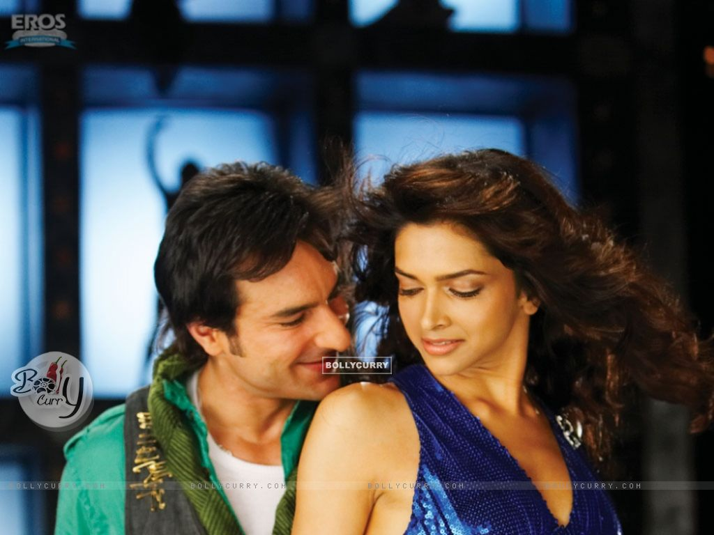 Saif Ali Khan and Deepika in a dancing pose (11016) size:1024x768