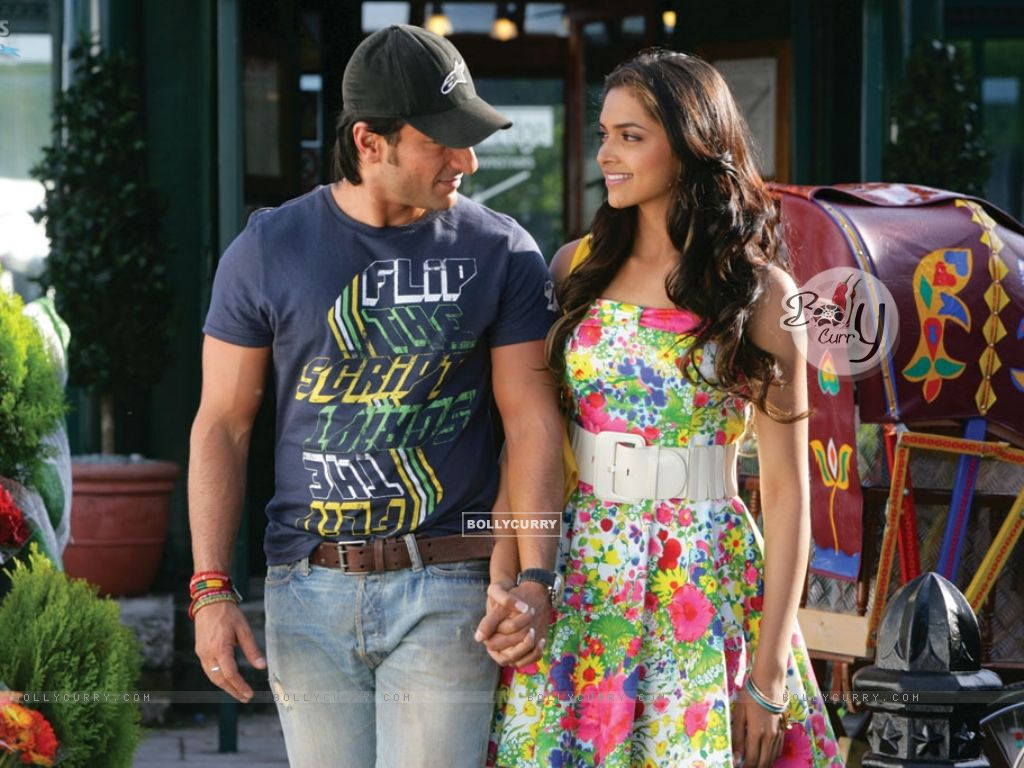 Saif and Deepika looking each other (11027) size:1024x768