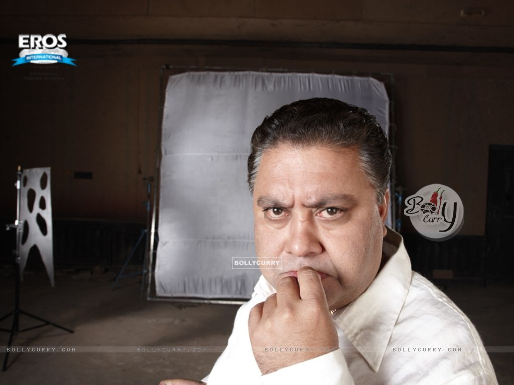 Manoj Pahwa looking funny in One Two Three (11481) size:1024x768