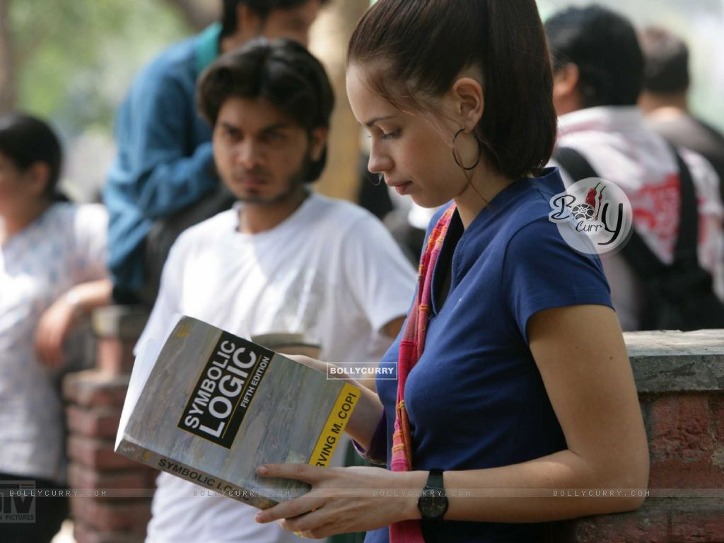 Kalki Koechlin reading a book (12519) size:1024x768