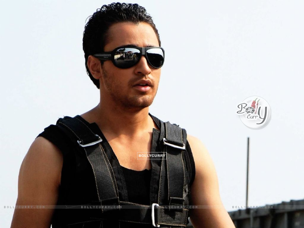 Hot looking Imran Khan in the Movie Luck (15442) size:1024x768