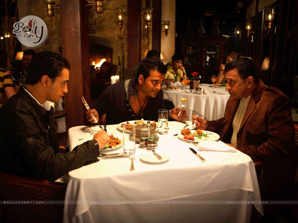 Mithun,Imraan and Ravi having their dinner (15647) size:1024x768