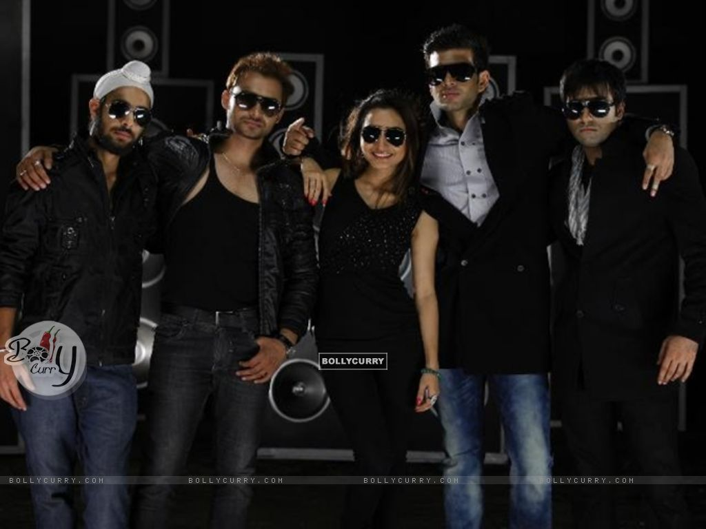 Karan Kundra with his co-stars in a poster still for the movie Pure Punjabi (158862) size:1024x768