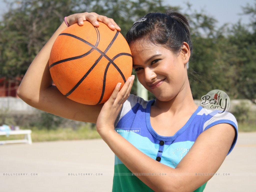 Nia Sharma (163033) size:1024x768