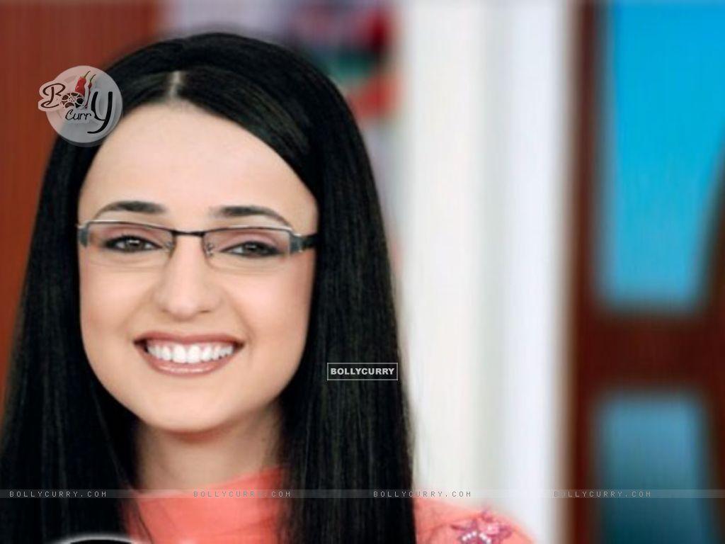 ... Irani as Gunjan Bhushan in Miley Jab Hum Tum wallpaper (Size:1024x768