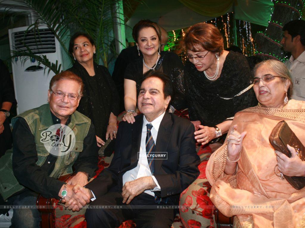 Farida Jalal, Helen, Saira Banu grace Dilip Kumar's 89th Birthday Party (174471) size:1024x768