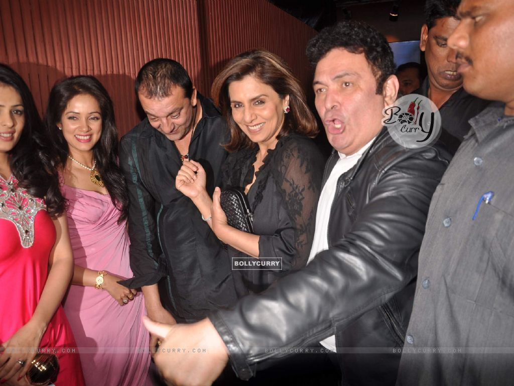 wallpaper - rishi kapoor and neetu singh at sanjay dutt's bash for