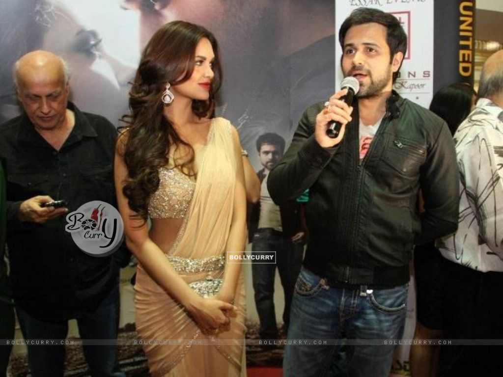 Mahesh Bhatt Emraan Hashmi And Esha Gupta At The Premiere Of Jannat 2 Diera