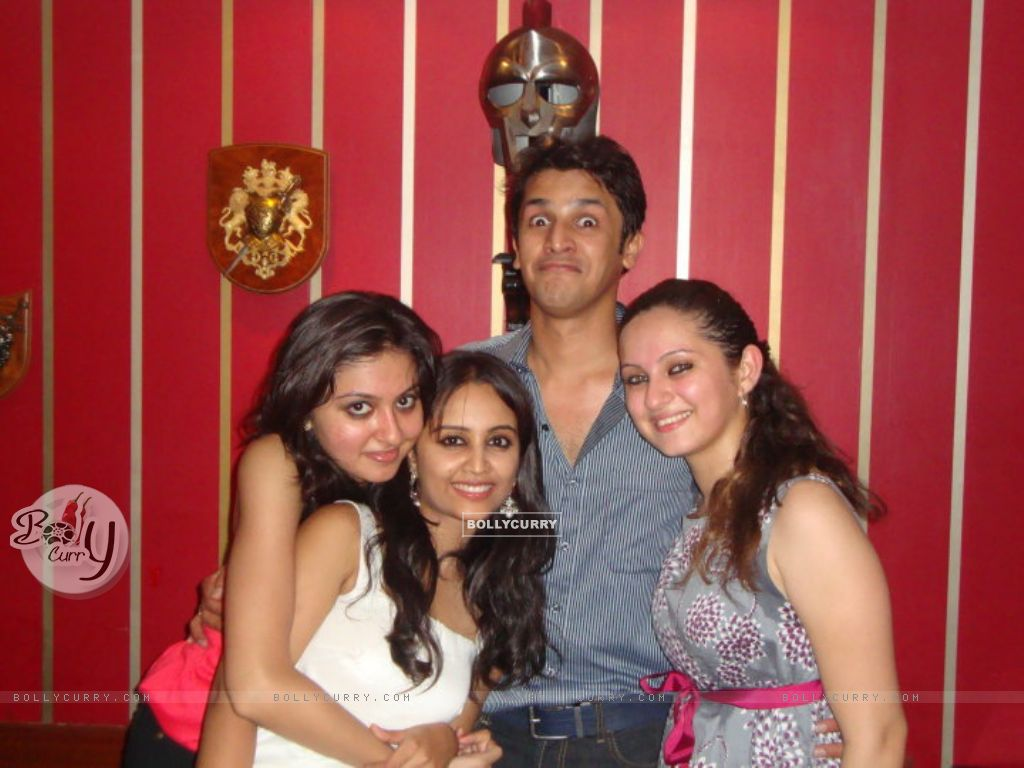 wallpaper aditi tailing and lavina tandon with friends 198570
