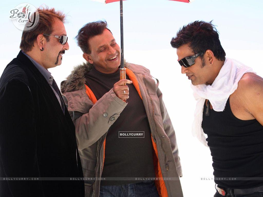 Mithun and Sanjay talking to Ravi (20295) size:1024x768