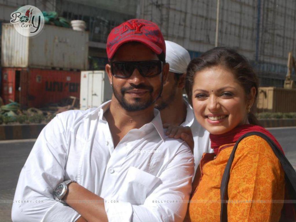 Drashti Dhami with her fan (203018) size:1024x768