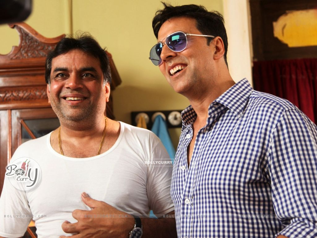 Akshay Kumar and Paresh Rawal on the sets of movie OMG! Oh My God (212088) size:1024x768