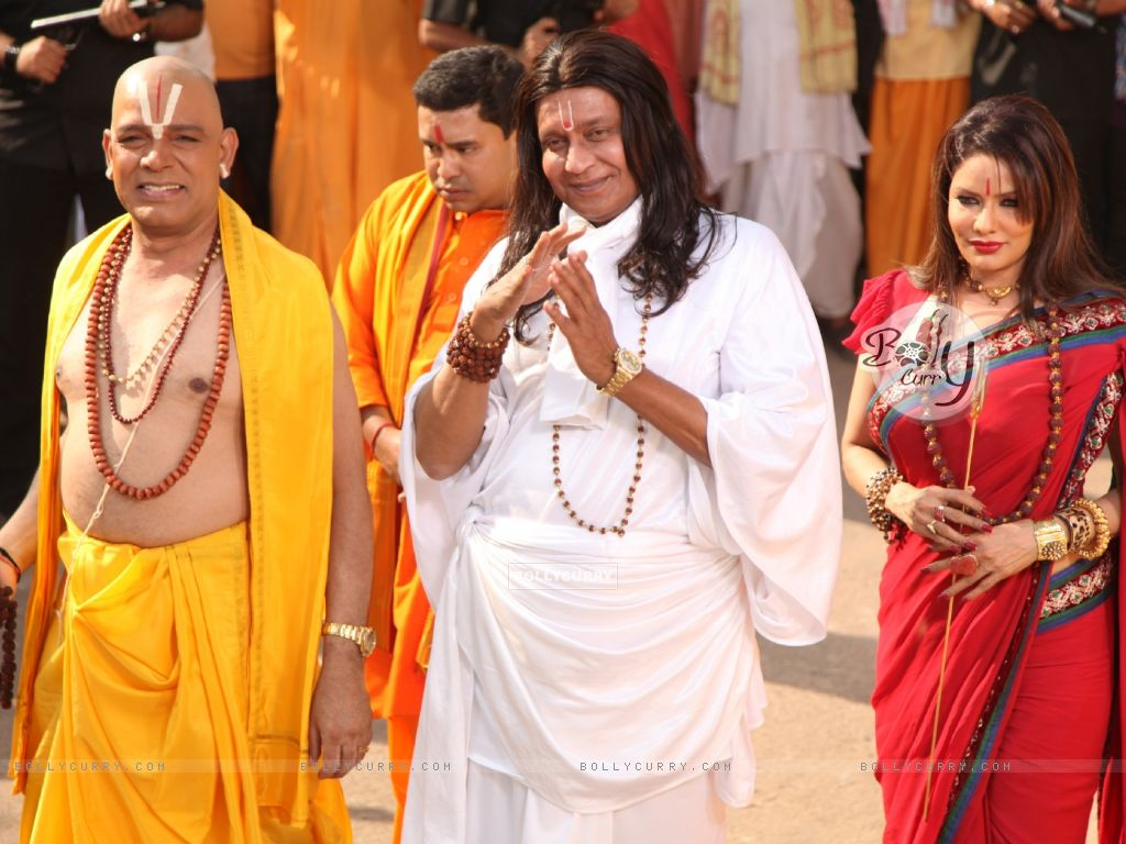 Mithun Chakraborty, Poonam Jhavar & Govind Namdeo playing the stereotypical godmen in OMG! Oh My God (223275) size:1024x768