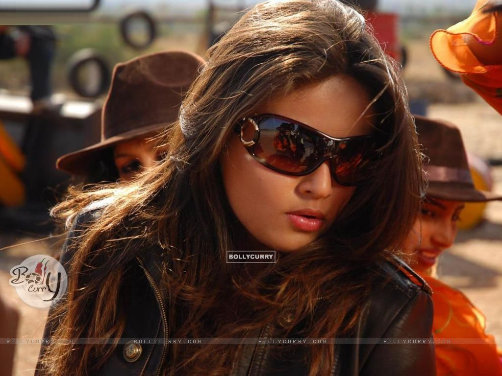 http://img.bollycurry.com/wallpapers/1024x768/28506-sneha-ullal.jpg