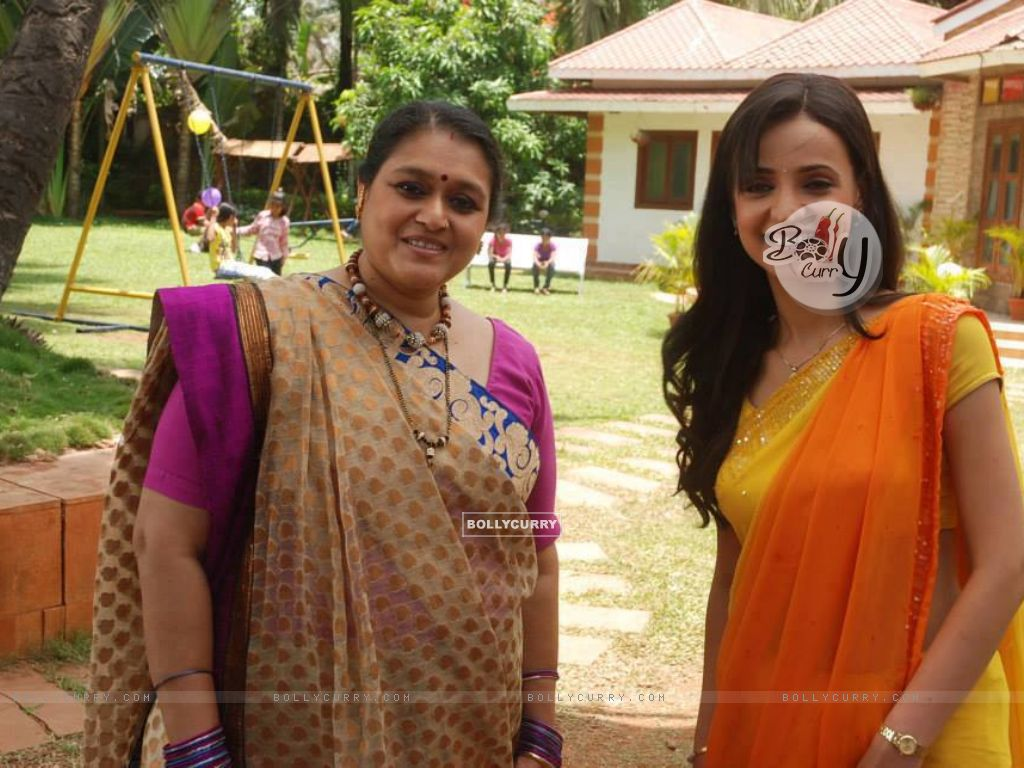 Sanaya Irani and Supriya Pathak (289264) size:1024x768