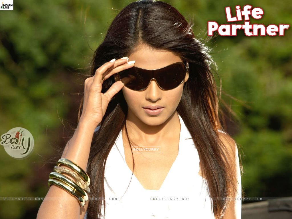 Wallpaper of Genelia Dsouza from the movie Life Partner ... Genelia D Souza In Life Partner