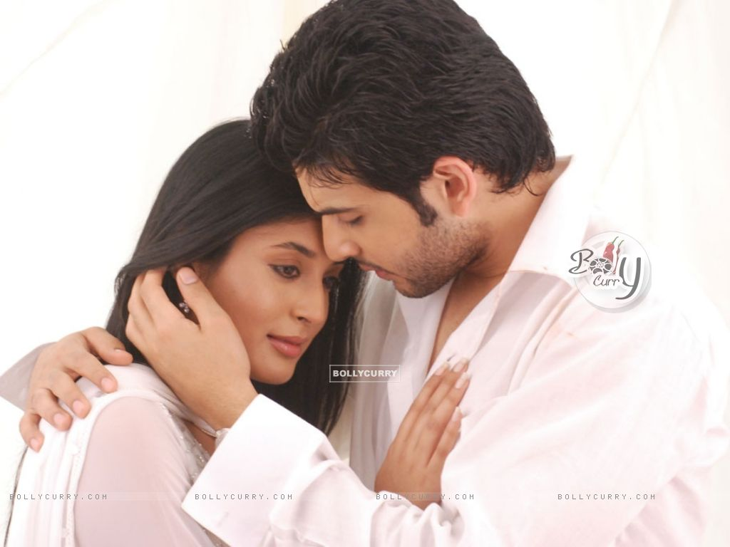 Wallpaper Romantic Scene Of Arjun And Arohi In Kitani Mohabbat Hai