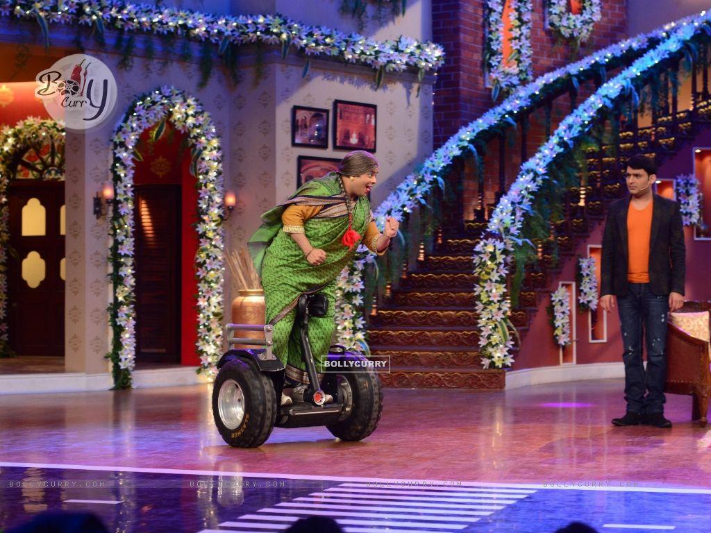 Kiku Sharda does a stunt on segway scooter on CNWK (330304) size:1024x768