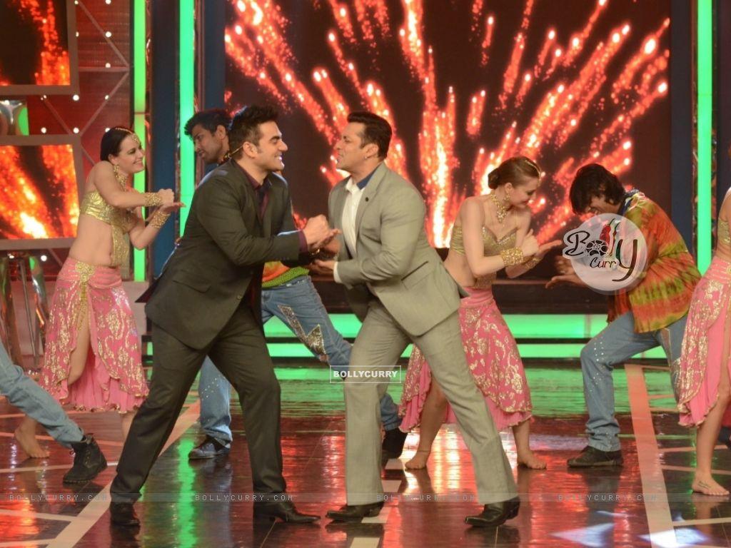 Salman Khan and Arbaaz Khan shake a leg in Bigg Boss 8 (348467) size:1024x768