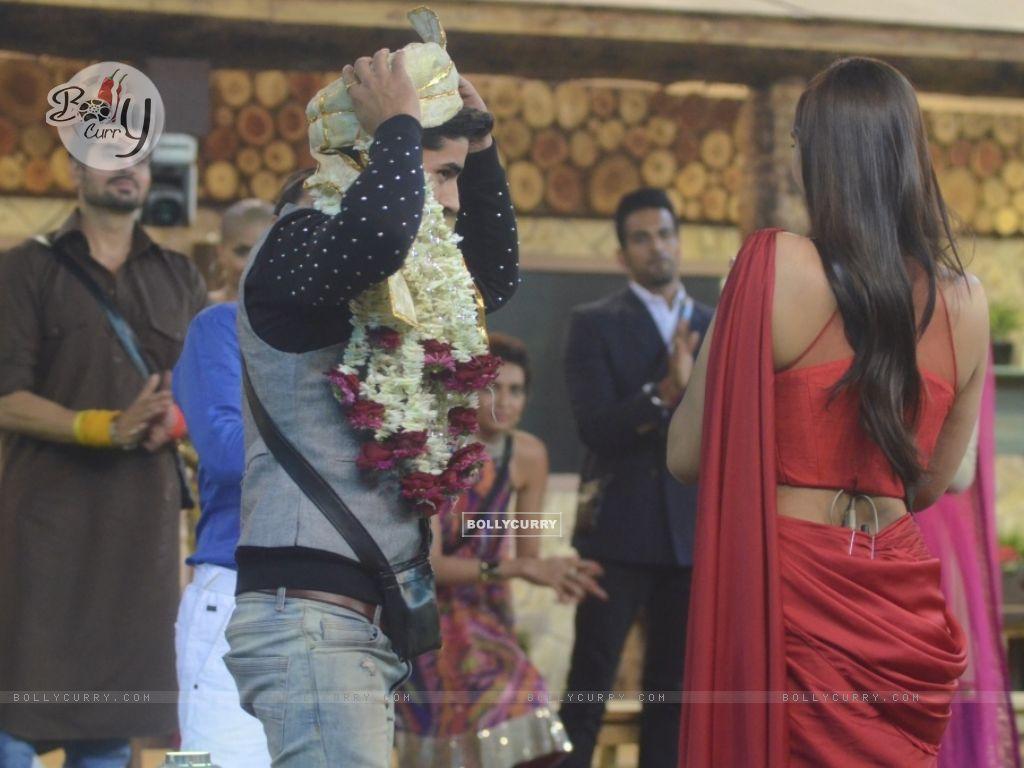 Housemates welcome Sonam Kapoor in Bigg Boss 8 (348476) size:1024x768