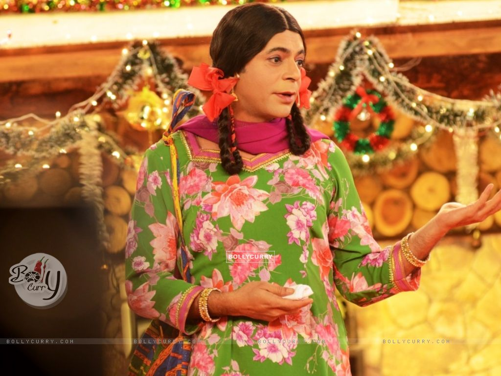 Sunil Grover aka Gutthi performs inside Bigg Boss 8 House (350325) size:1024x768