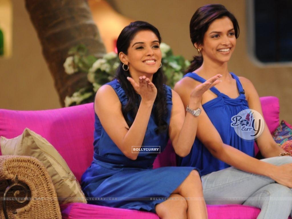 Asin Thottumkal and Deepika Padukone (37007) size:1024x768