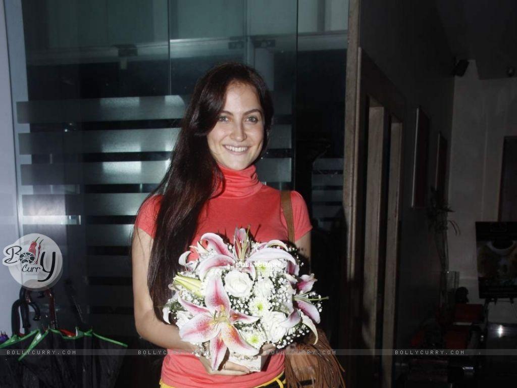 Elli Avram Celebrates Her Birthday With Family (372708) size:1024x768