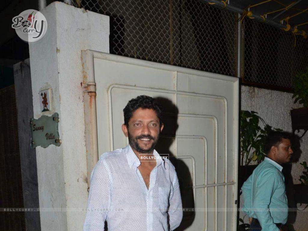 Nishikant Kamat Snapped After He Leaves Studio (372713) size:1024x768