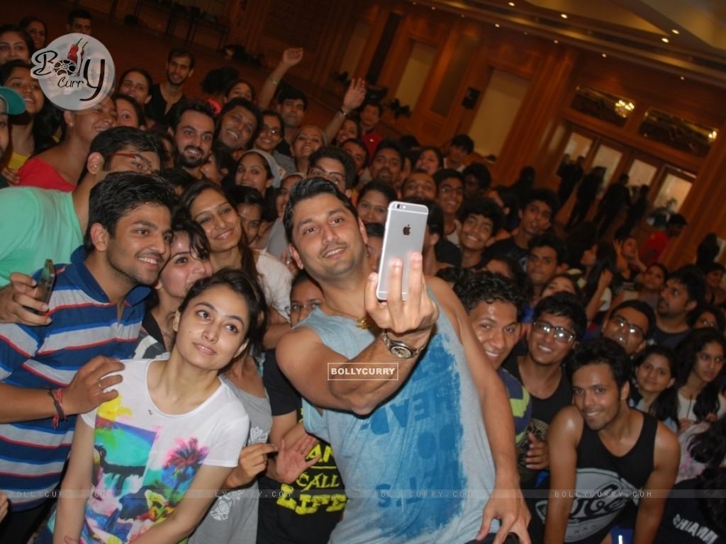 Selfie Time for Marzi Pestonji's Master Class at Shiamak Davar Dance Academy, Delhi (374216) size:1024x768