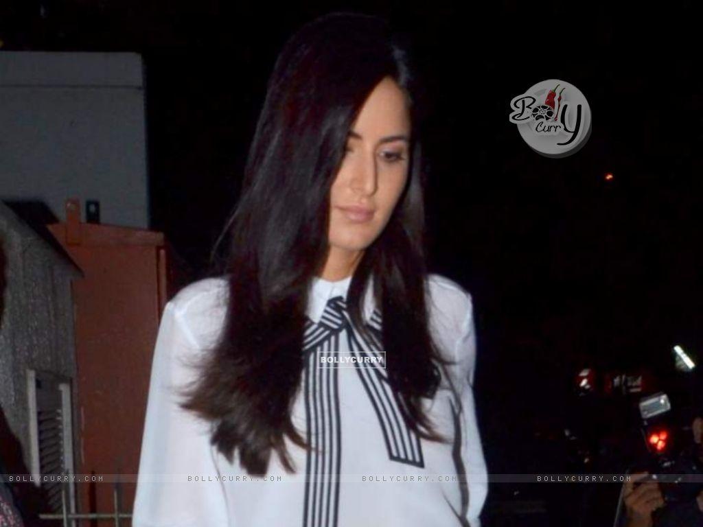 Katrina Kaif Snapped at Bandra (376002) size:1024x768
