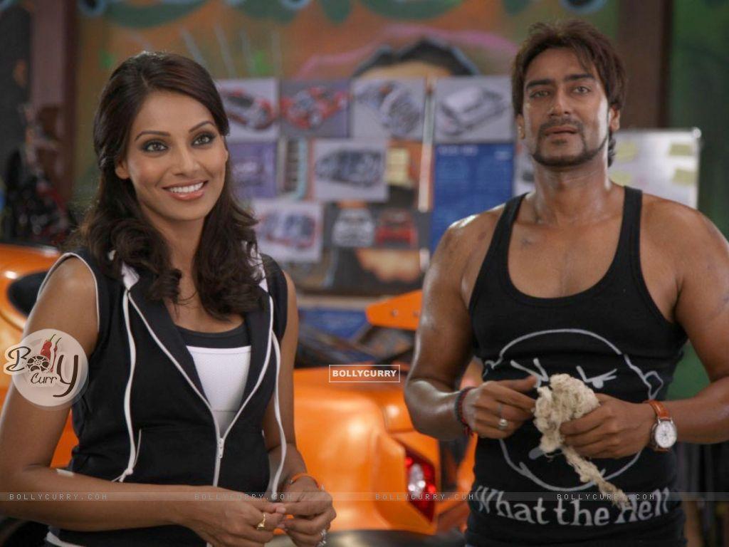 Ajay Devgan and Bipasha Basu (37844) size:1024x768