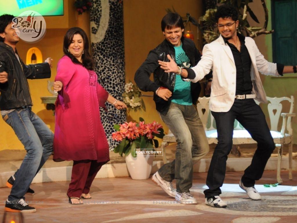 Farah Khan dancing with Sreesanth, Ritesh Deshmukh and Vivek Oberoi (37994) size:1024x768