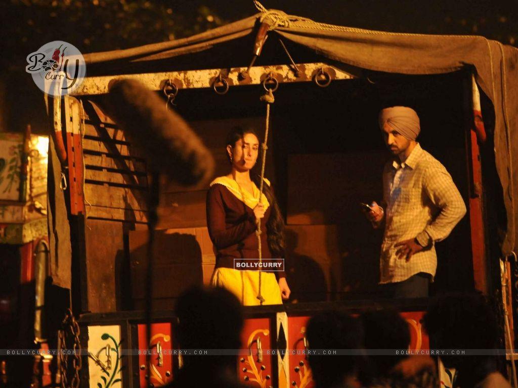 Kareena Kapoor with Diljit Dosanjh on Location of Udta Punjab (382246) size:1024x768