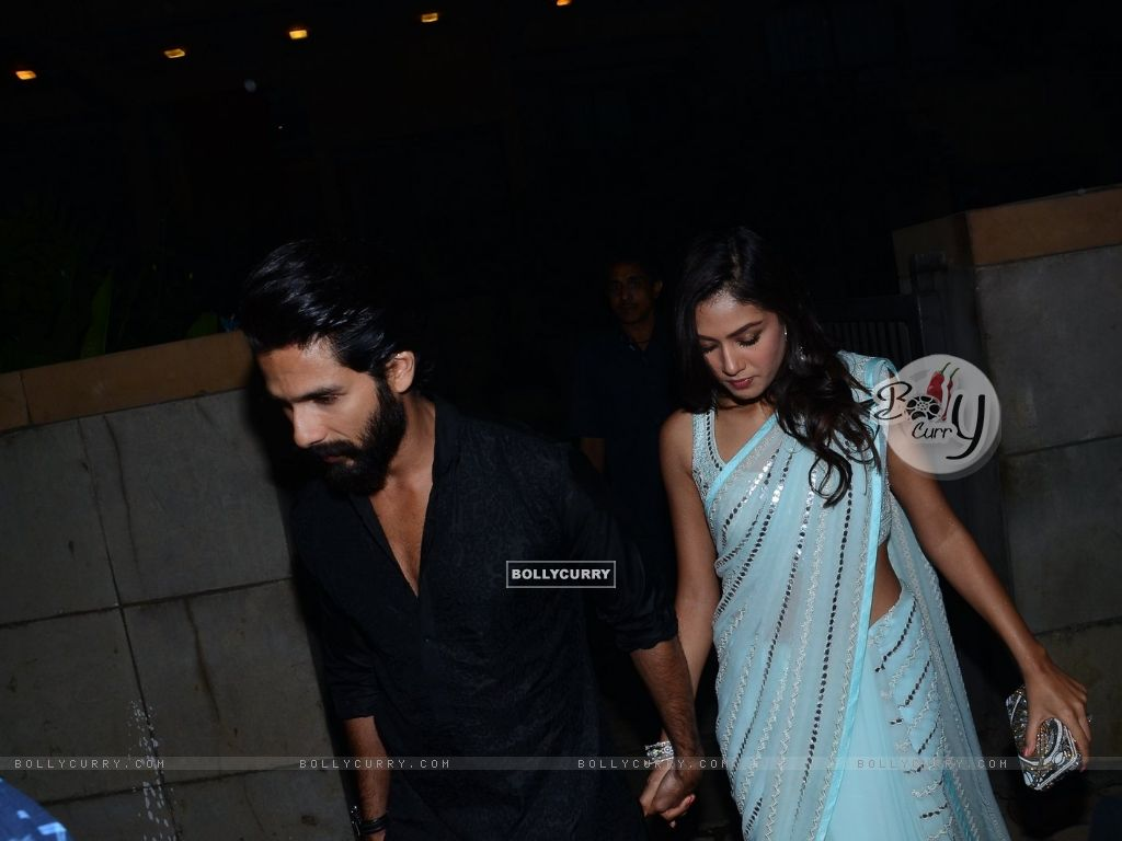 Shahid Kapoor and Mira Rajput Kapoor Snapped (384441) size:1024x768