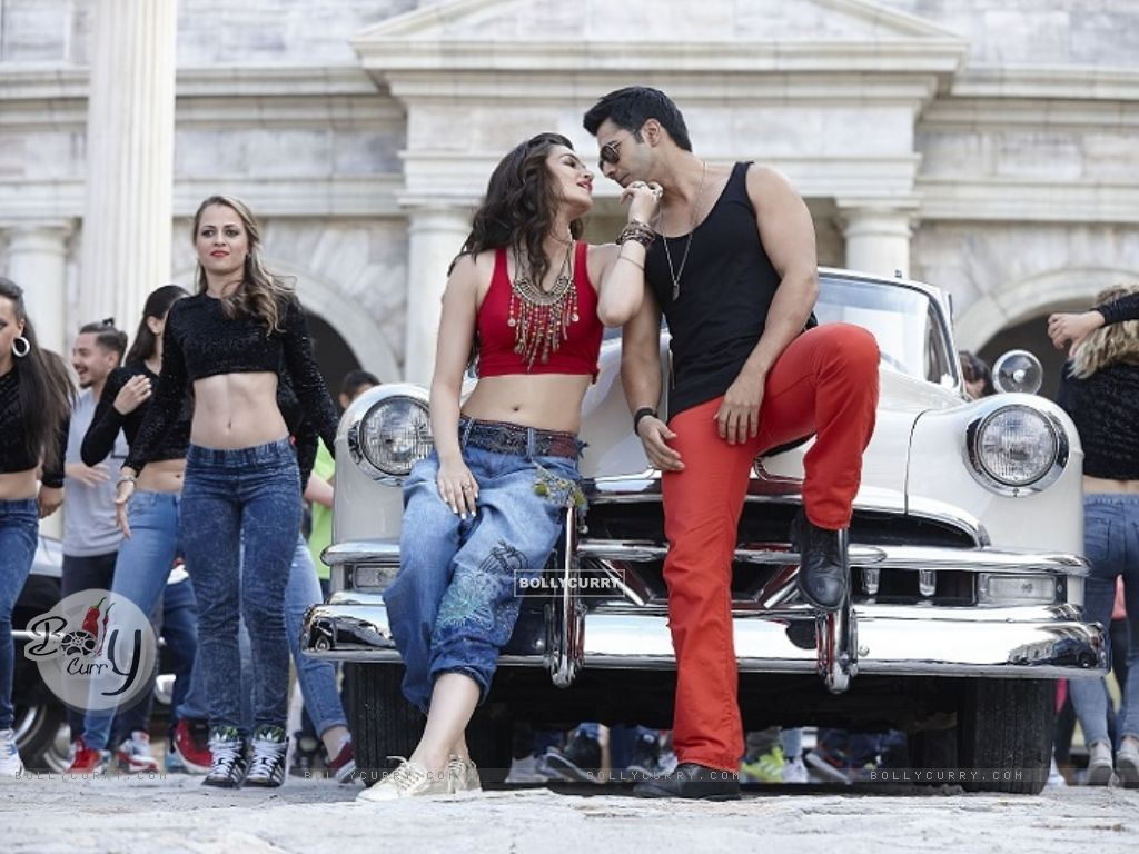 Kriti-Varun Sizzles in 'Manma Emotion Jaage' - second song of Dilwale (385777) size:1024x768