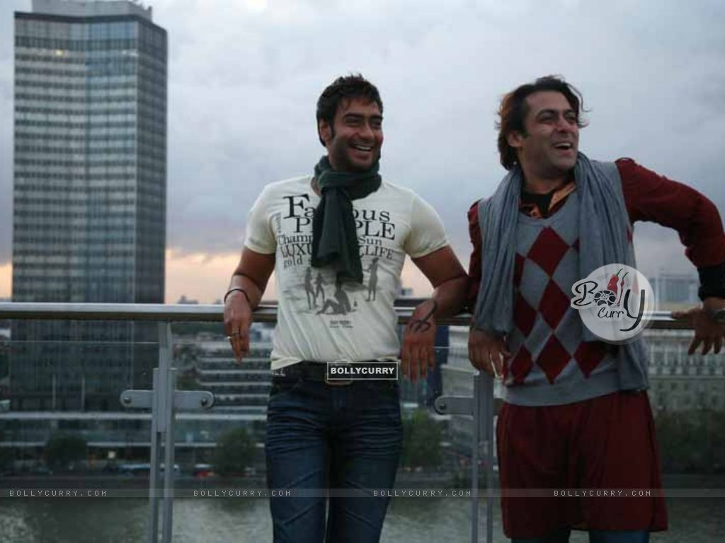 Salman Khan and Ajay Devgan in the movie London Dreams (38590) size:1024x768