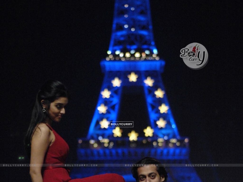 A still image of Salman and Asin (38593) size:1024x768
