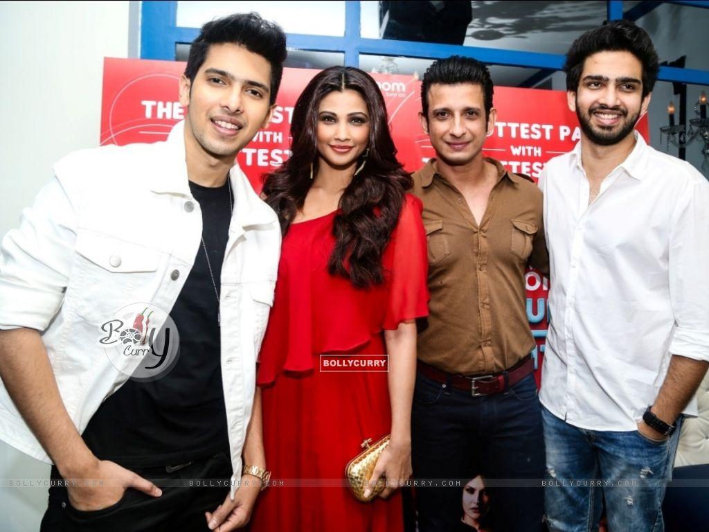 Daisy Shah, Sharman Joshi, Armaan and Amaal Mallik at an event (386183) size:1024x768