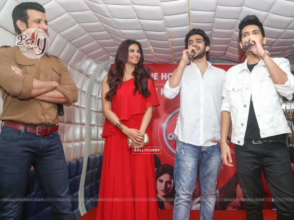 Daisy Shah, Sharman Joshi, Armaan Malik and Amaal Mallik at an event (386185) size:1024x768