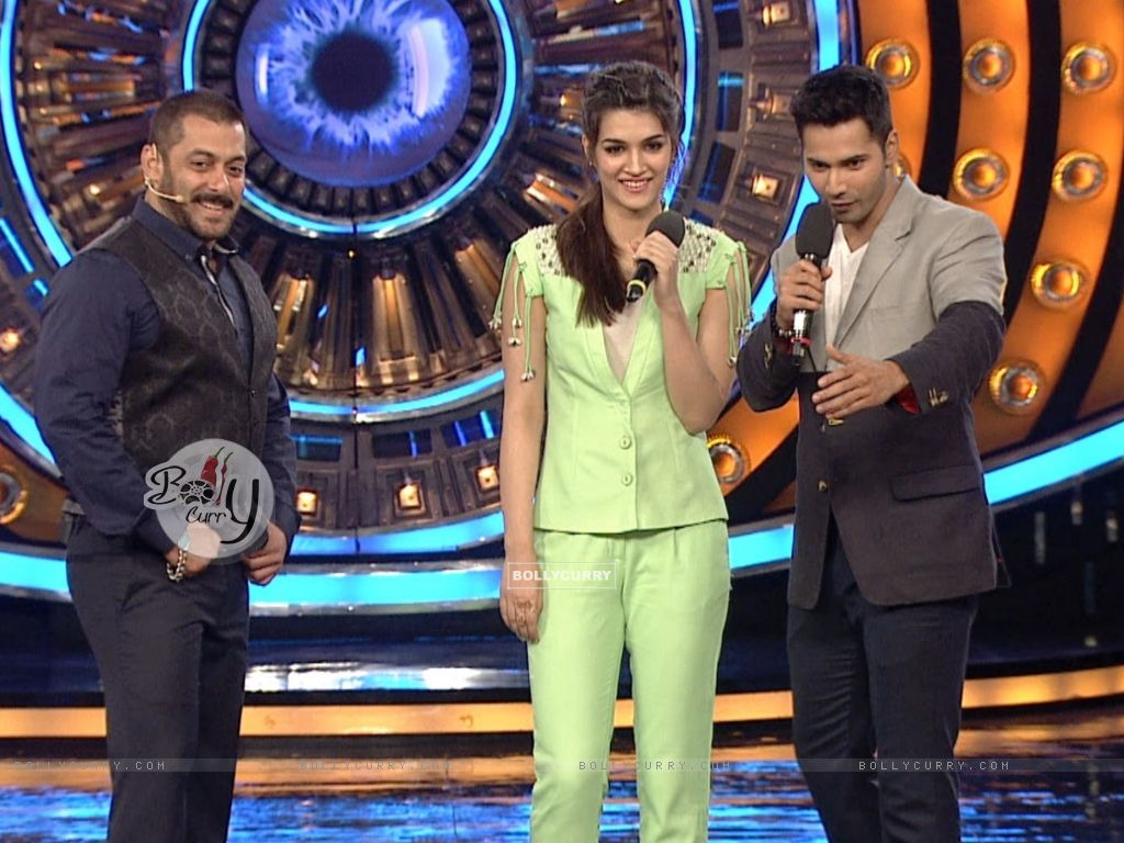 Varun Dhawna and Kriti Sanon Promotes 'Dilwale' on Bigg Boss 9 (386192) size:1024x768