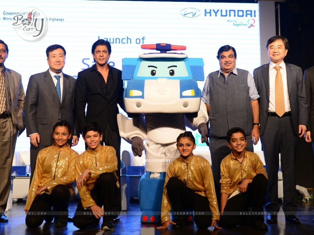 Shah Rukh Khan at 'Safe Move-Traffic Safety Campaign' (386390) size:1024x768