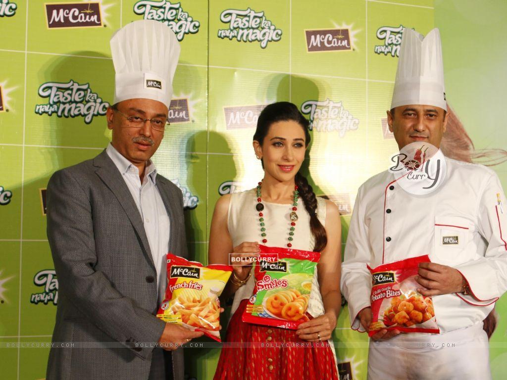 Bollywood Actress Karisma Kapoor at Launch of McCain Food Products (386576) size:1024x768