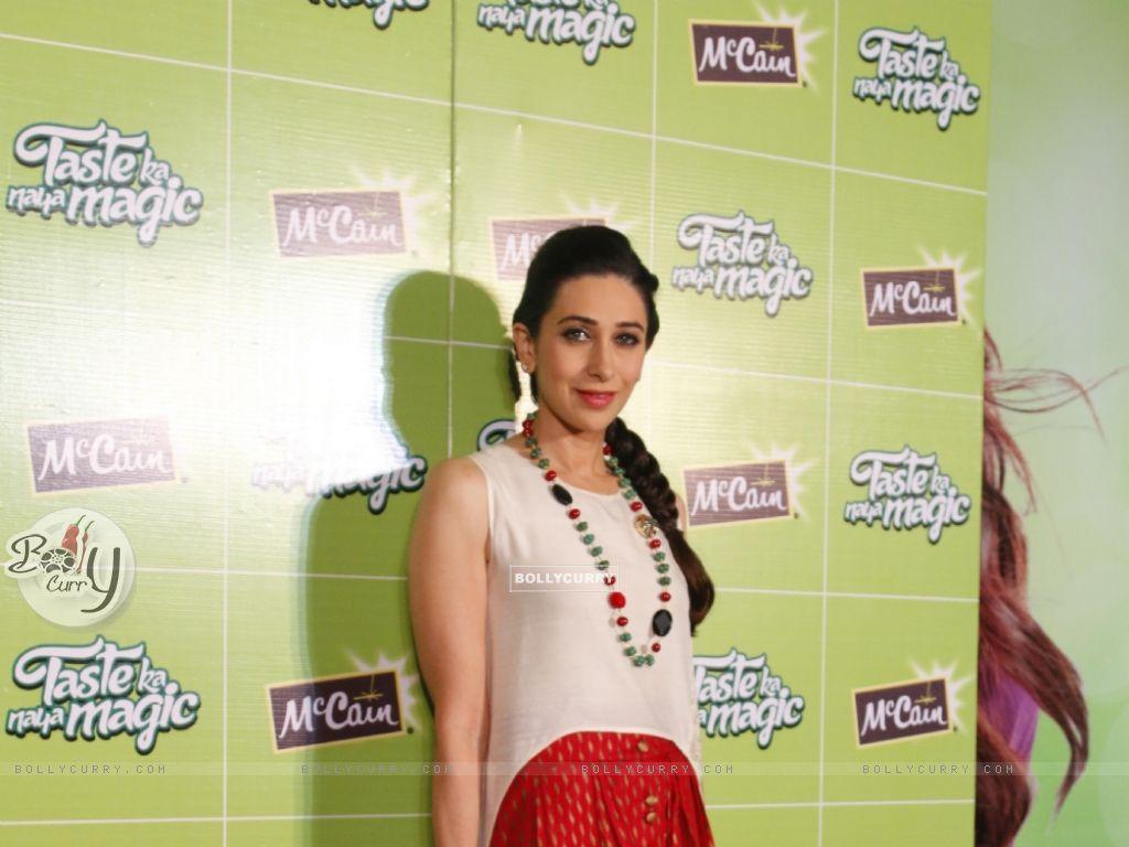 Bollywood Actress Karisma Kapoor at Launch of McCain Food Products (386577) size:1024x768