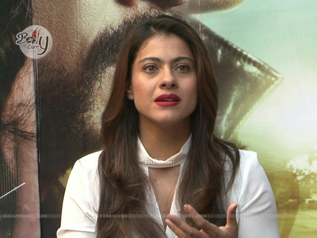 Kajol Snapped During 'Dilwale' Interview (387356) size:1024x768