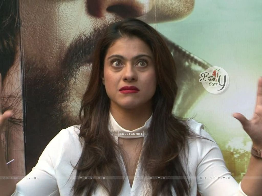 Kajol Snapped During 'Dilwale' Interview (387357) size:1024x768