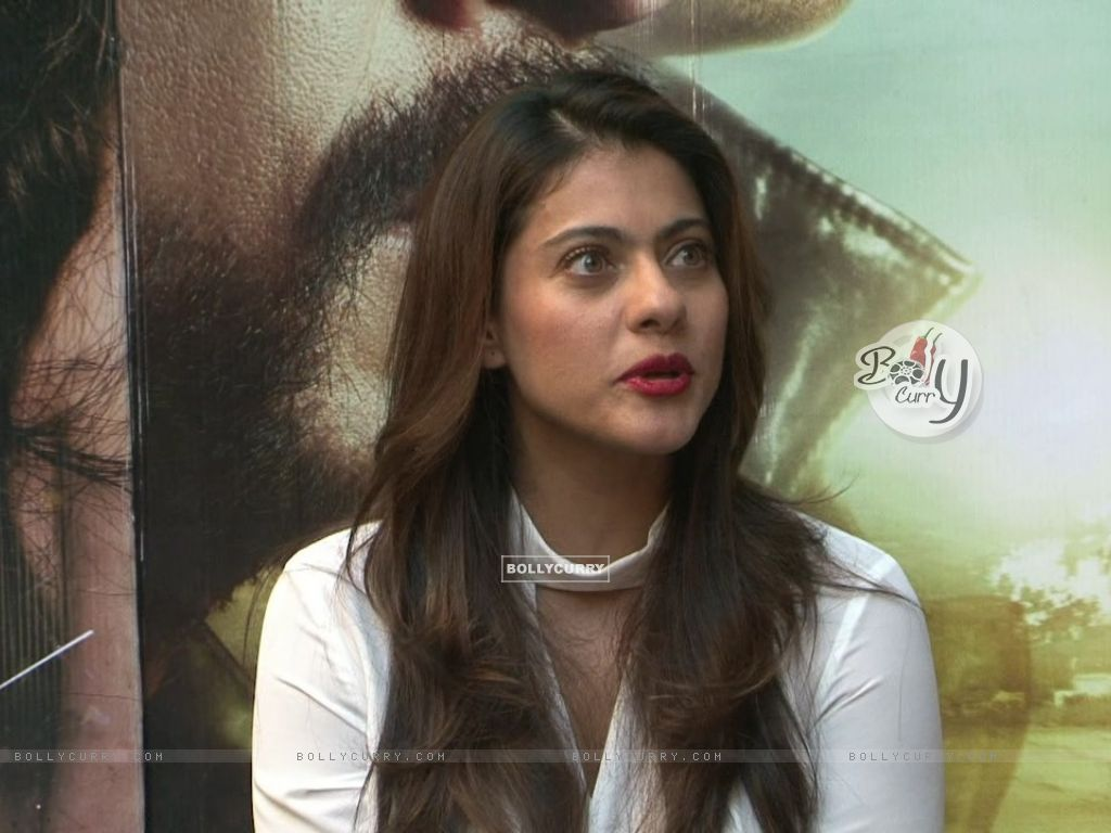 Kajol Looks Stunning During 'Dilwale' Interview (387359) size:1024x768