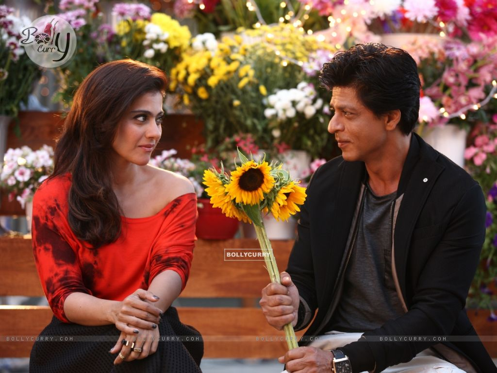 Shah Rukh Khan offers Sunflowers to the Beautiful Kajol - A Still from Dilwale (387388) size:1024x768